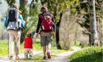 Marcher avec des enfants
