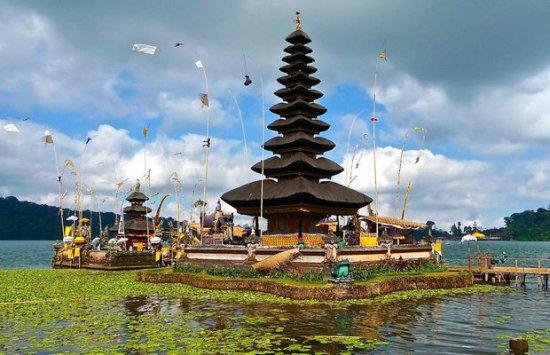 Bali : Le Temple Ulun Danu sur le lac Bratan
